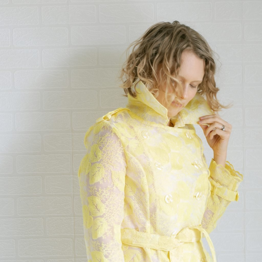 collar of yellow embroidered organza trench coat
