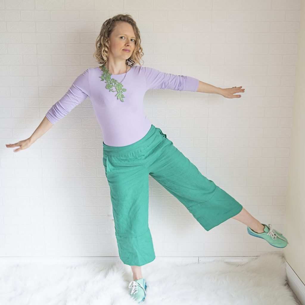 green linen pants, painted shoes, lilac top and green lace necklace