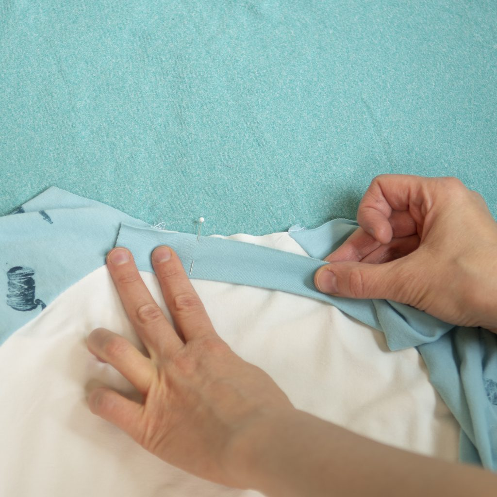 pinning neckband on a diy raglan tee
