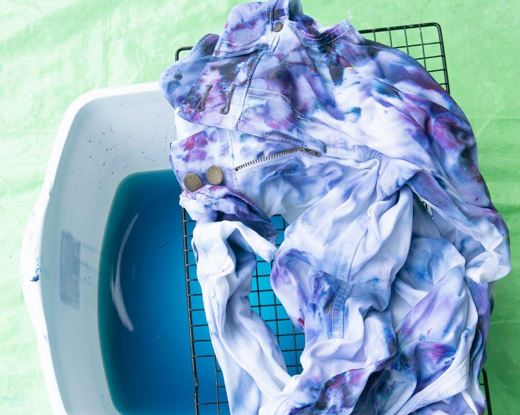 ice dye fabric before rinsing