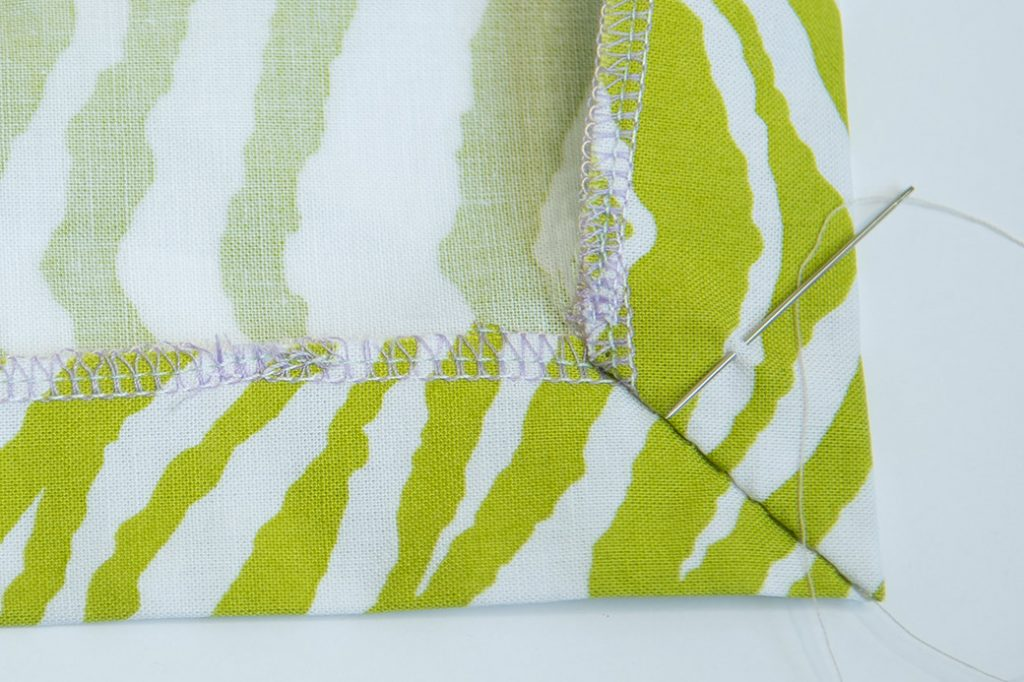 sew a mitered corner by hand
