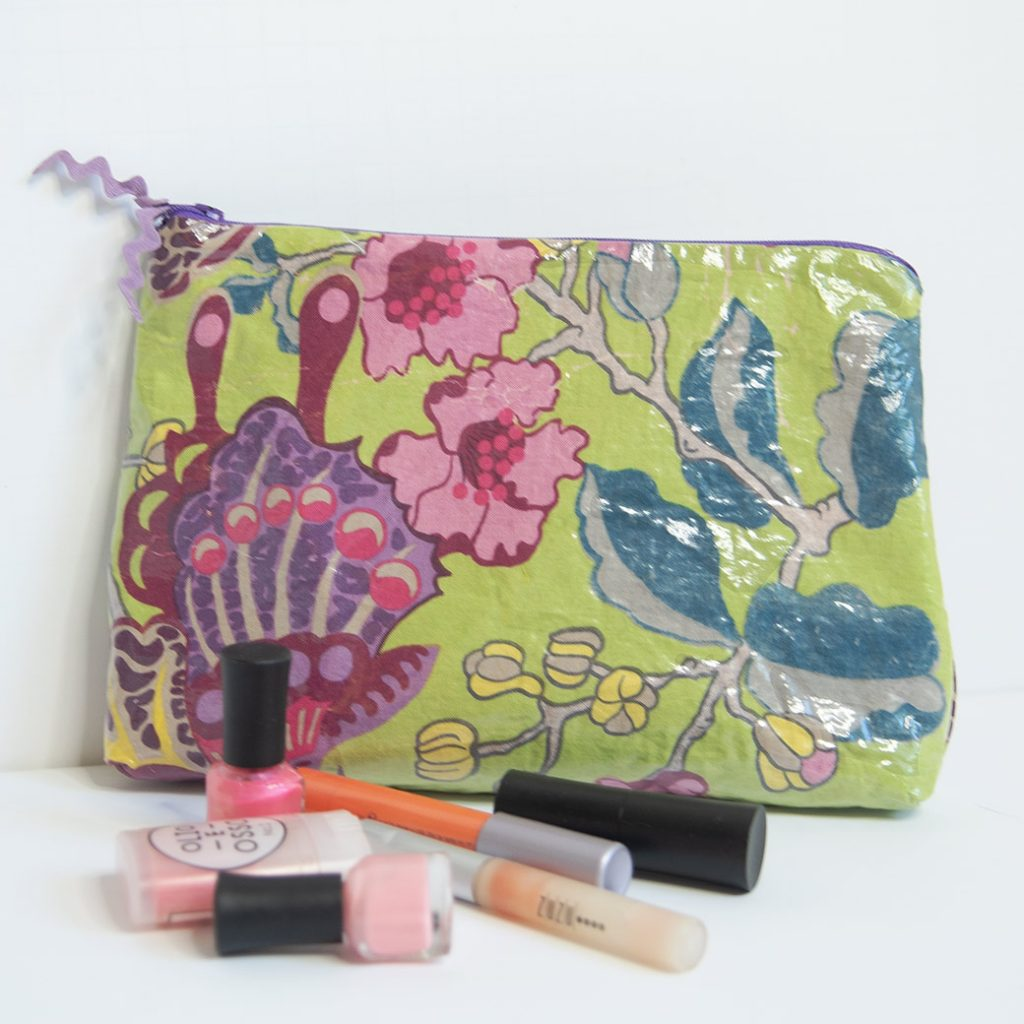 DIY waterproof zipper bag with makeup