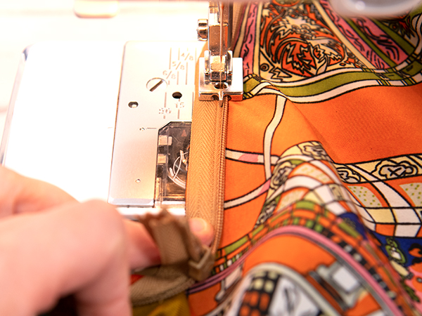 Stitchng the second side of an invisible zipper