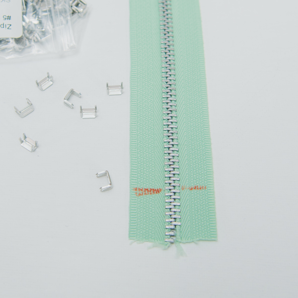 mark a metal zipper
